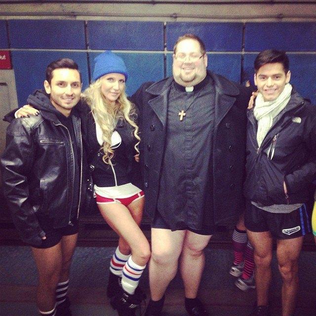 Флешмоб «В метро без штанов» в снимках Instagram. Изображение № 37.