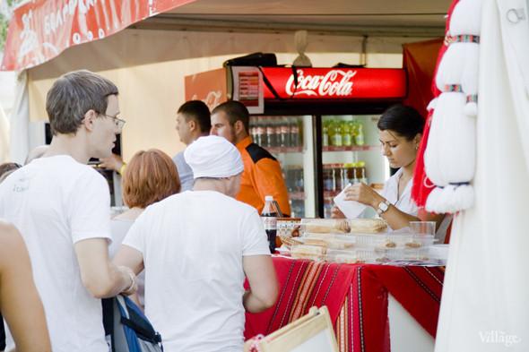 В зоне барбекю готовили свои национальные болгарские блюда повара ресторана «Баба Марта». Изображение № 40.