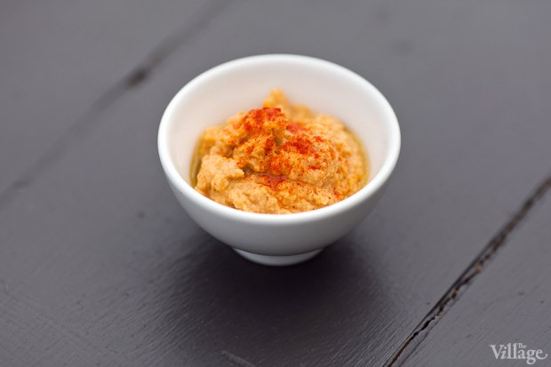 Рецепты шефов: Красный хумус, бабагануш, долма ипшеничные лепешки. Изображение № 2.