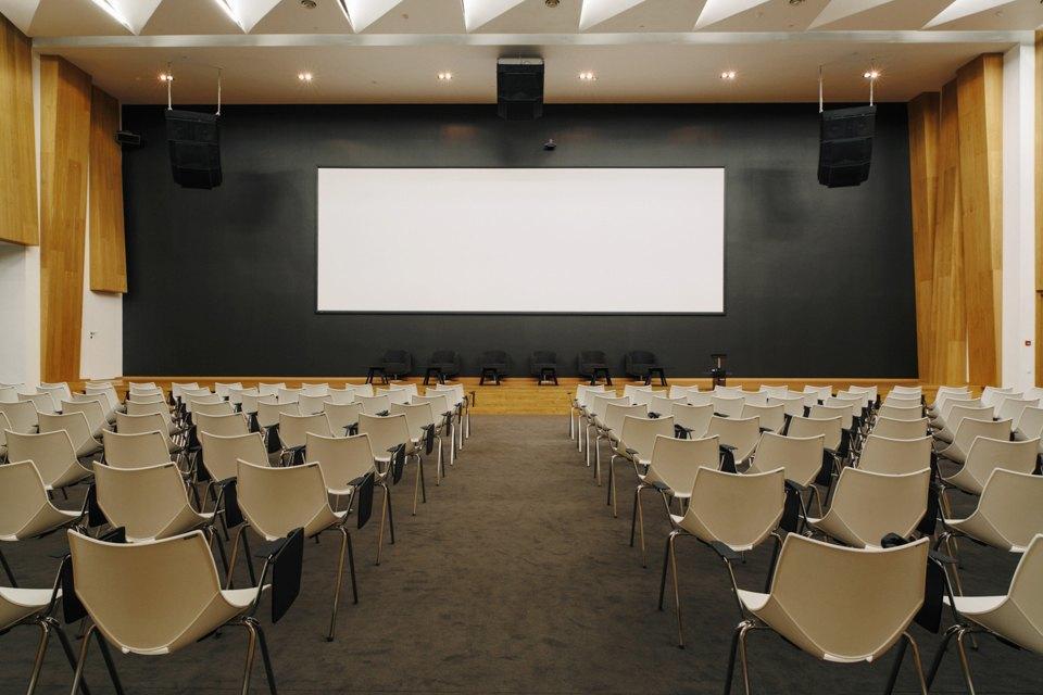 Конгресс-центр с автографом Чубайса на стене. Изображение № 19.