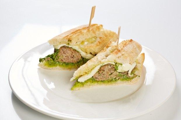 Шеф дома: Смэш-бургер и хиро-сэндвич Федора Тардатьяна. Изображение №60.