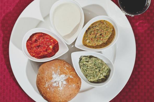 Тарелка с хлебом и закусками в ресторане «Тель-Авив».. Изображение № 27.