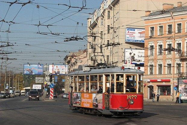 Трамвай серии МС на проспекте Добролюбова в Санкт-Петербурге, 2007 год. Изображение №1.