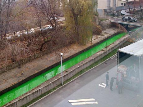 Реку Лыбидь окрасило в зелёный «Киевэнерго». Зображення № 1.