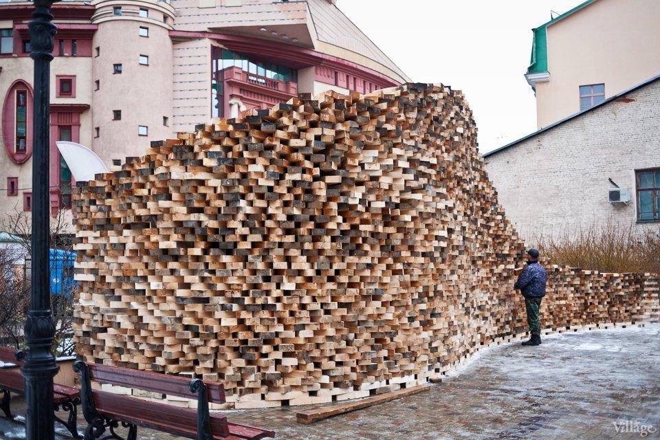Фоторепортаж: Временный арт-объект во дворе Тургеневки. Изображение № 3.