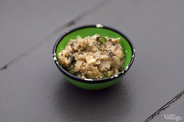 Рецепты шефов: Красный хумус, бабагануш, долма ипшеничные лепешки. Изображение № 6.