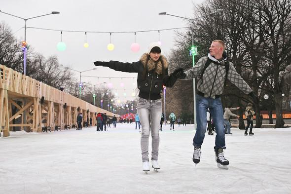 Бегущий на лезвиях: Первые посетители катка в парке Горького. Изображение № 21.