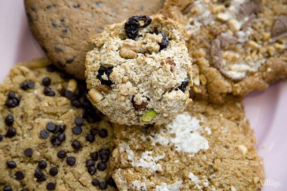 Домашнее арахисовое печенье с шоколадом, зефиром, Snickers — 120 рублей. Изображение № 32.