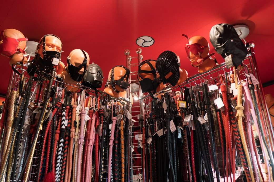 Лучшие секс-шопы Москвы: Куда идти за боа в перьях, стеками иновыми впечатлениями. Изображение № 46.