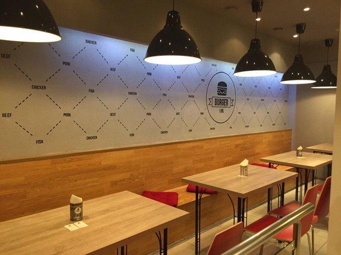 Наулице Пестеля открылась бургерная BurgerLab. Изображение № 3.