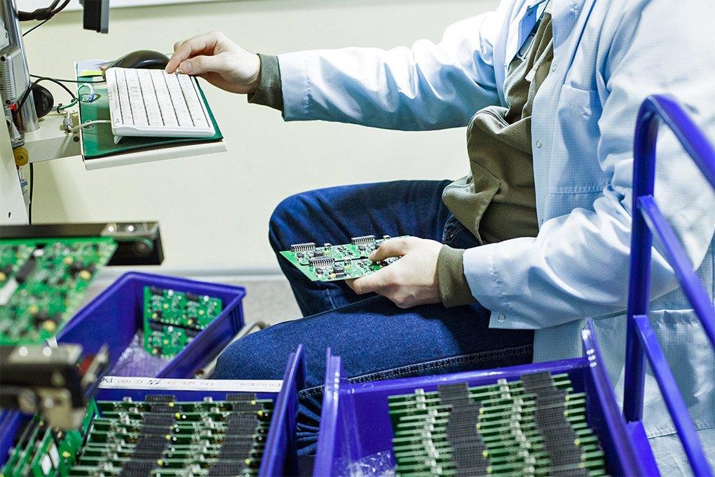 Производственный процесс: Как делают платы для электроники. Изображение № 20.