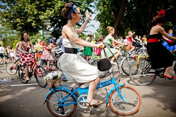 Люди в городе: Участницы парада «Леди на велосипеде». Изображение № 11.