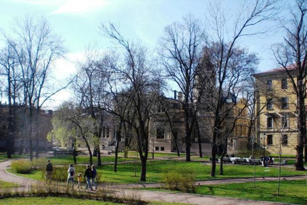 Фонтан на Писарева, 3 в Алексеевском саду. Он разбит у Дворца великого князя Алексея Александровича, возведённого в 1882–1885 годах.. Изображение № 11.