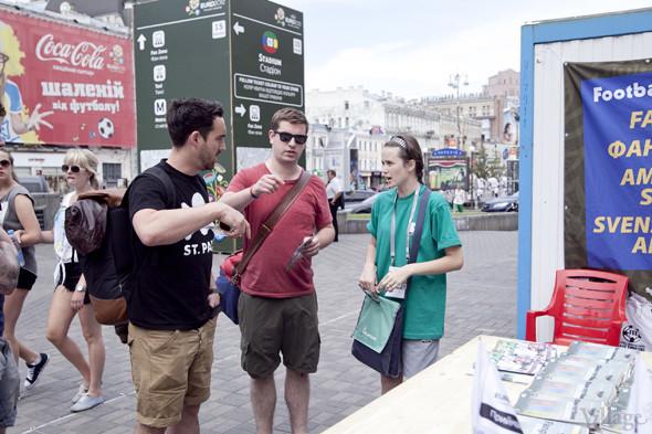 Люди в зелёном: Волонтёры — о гостях Евро-2012. Зображення № 16.