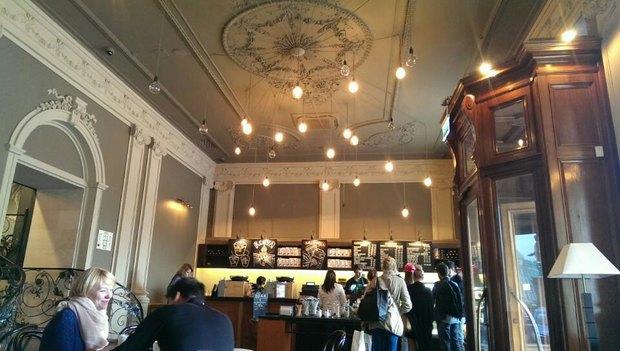 На углу Невского иКазанской открылась кофейня Starbucks. Изображение № 2.