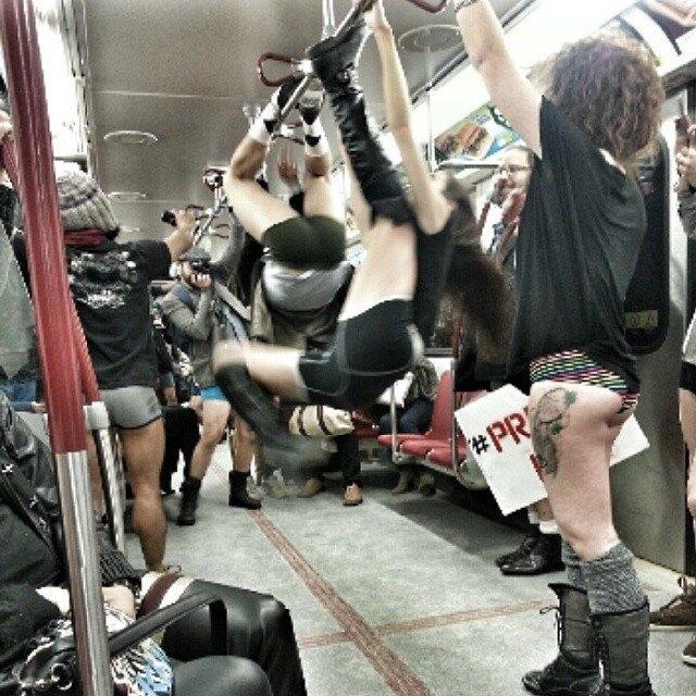 Флешмоб «В метро без штанов» в снимках Instagram. Изображение № 30.