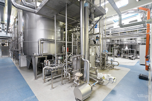 Фоторепортаж: Как делают йогурты на молочном заводе. Изображение № 17.