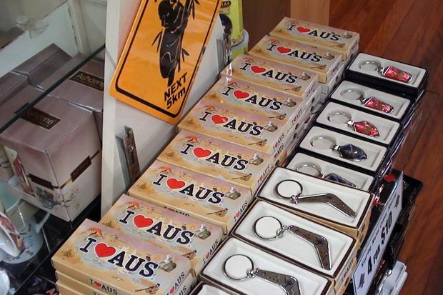 «В каждом городе есть сувениры с изображениями I Love Aus, I Love Australia, I Love Cairns, I love Sydney и прочие» . Изображение №3.