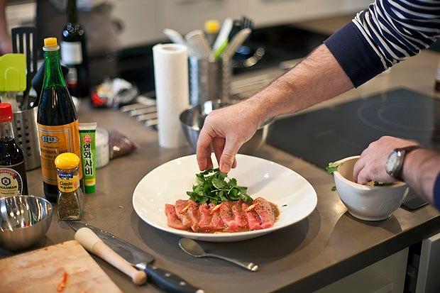 Шеф дома: Том ям и сашими из тунца Геннадия Иозефавичуса. Изображение № 97.