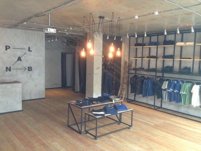 В Москве открылся магазин с«крафтовыми» джинсами из Перово. Изображение № 2.