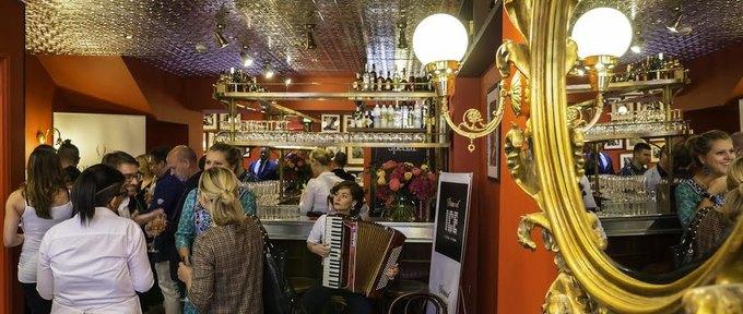 Сеть кафе «Жан-Жак» открыла филиал вЛондоне. Изображение № 1.