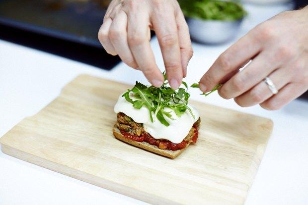 Шеф дома: Смэш-бургер и хиро-сэндвич Федора Тардатьяна. Изображение №35.