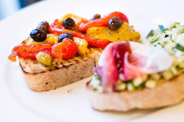 Брускетта с запеченными медовыми перцами и оливками — 48 грн.. Изображение № 27.