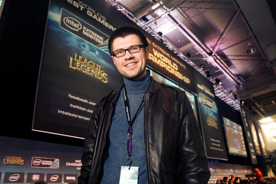 Константин Пикинер раньше был известным игроком в Counter Strike, а сейчас является спортивным менеджером команды Gambit Gaming. Изображение № 6.