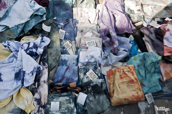 Фоторепортаж: Люди, покупки и опасные отходы на Garage Sale. Изображение № 24.