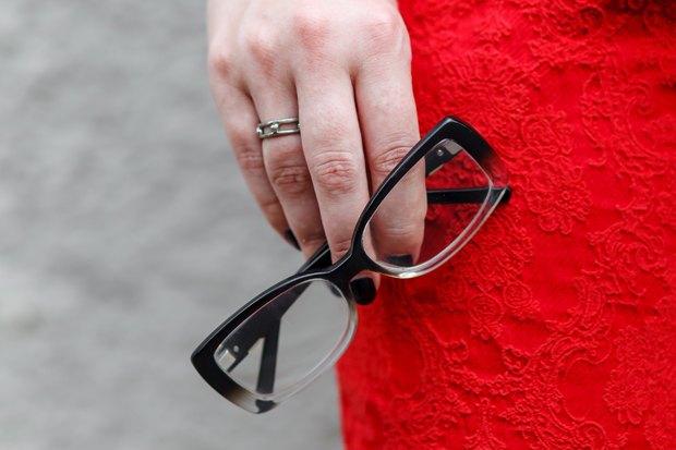Очки из магазина оптики, кольцо с блошиного рынка. Изображение № 12.