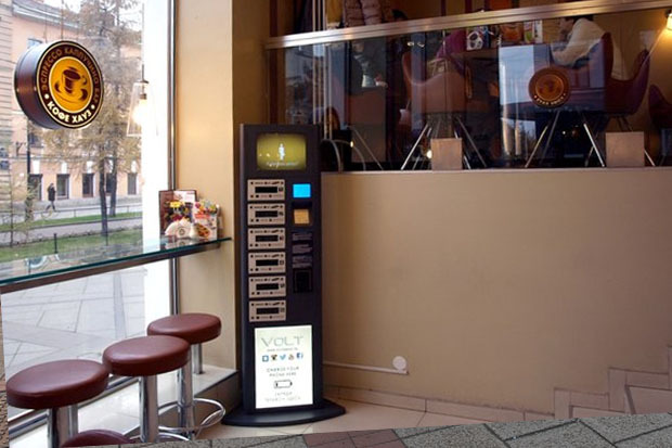 В городе появились автоматы для бесплатной зарядки любых телефонов. Изображение № 1.