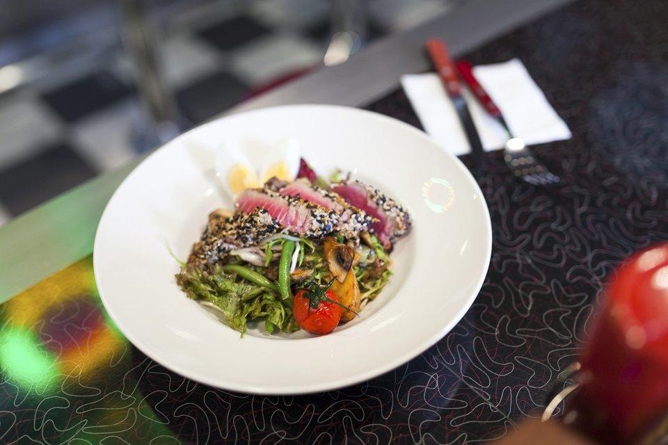 Американский салат с тунцом — 320 рублей. Изображение № 9.