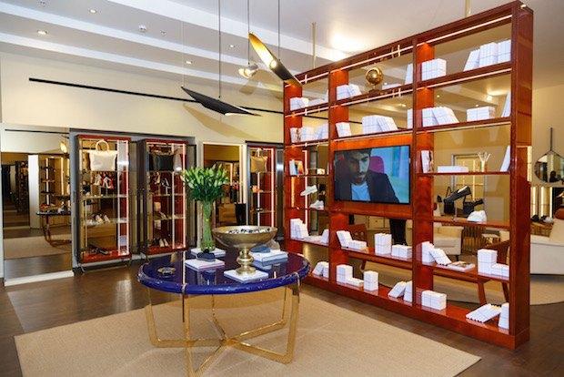 В «Крокус Сити Молле» возобновил работу магазин обуви Alberto Guardiani. Изображение № 2.