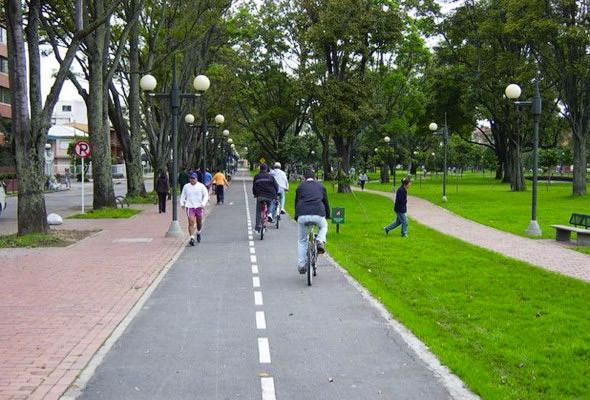 Велосипедная дорожка на улице Хуан Амарилло в Боготе.. Изображение № 67.
