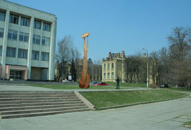 Возле КПИ установили скульптуру с бесплатным Wi-Fi. Изображение № 1.
