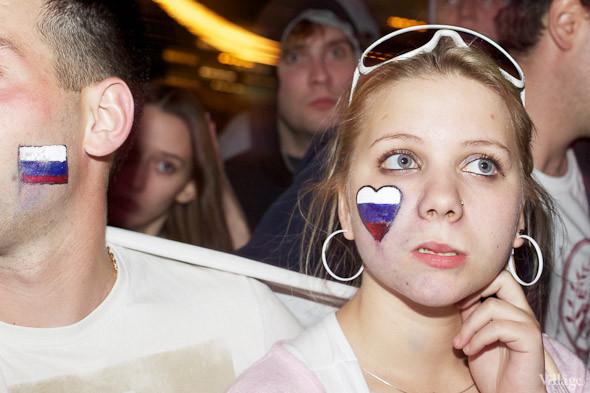 Фоторепортаж: Болельщики в фан-зоне парка Горького. Изображение № 53.