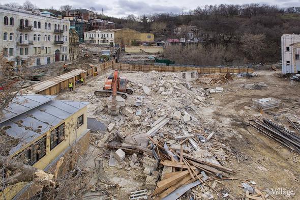 Фоторепортаж: На Андреевском спуске снесли здание XIX века. Зображення № 2.