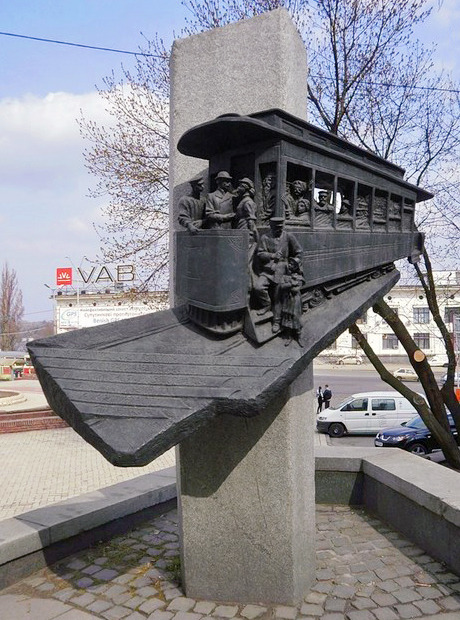 Памятник первому трамваю демонтировали. Зображення № 1.