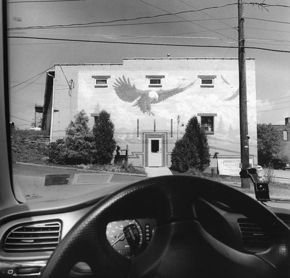 © Lee Friedlander, courtesy Fraenkel Gallery, San Francisco. Изображение № 31.