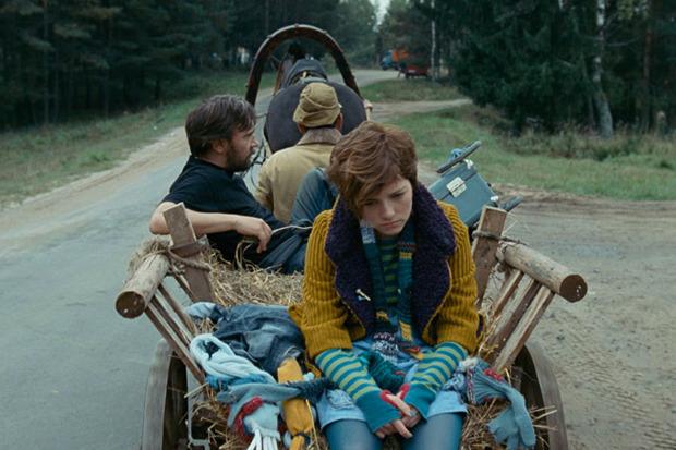 «Слон», семейное кино о том, как дальнобойщик в исполнении Сергея Шнурова возит в грузовике беглого умирающего слона. Изображение № 3.