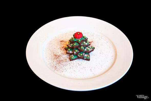 Сезонное меню: 13 новогодних и рождественских десертов в ресторанах Петербурга. Изображение № 7.