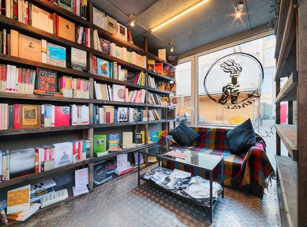 На«Улице Контейнерной» открылся книжный магазин «Факел» . Изображение № 2.