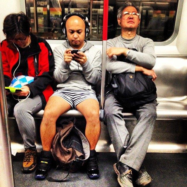 Флешмоб «В метро без штанов» в снимках Instagram. Изображение № 32.