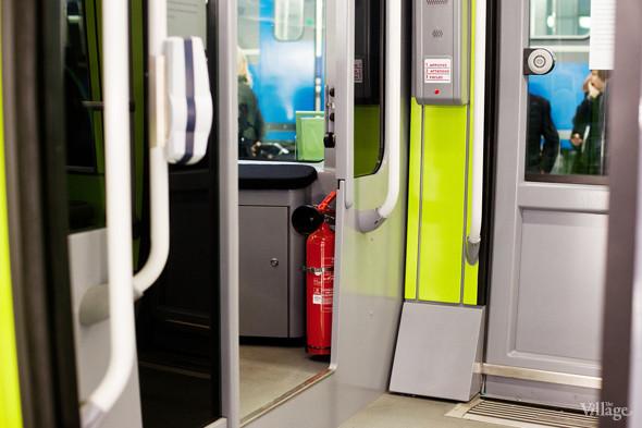 В Петербурге представили новые вагоны метро и низкопольный трамвай. Изображение № 24.