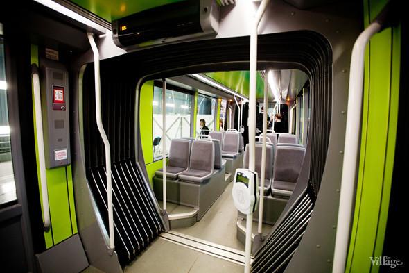В Петербурге представили новые вагоны метро и низкопольный трамвай. Изображение № 28.