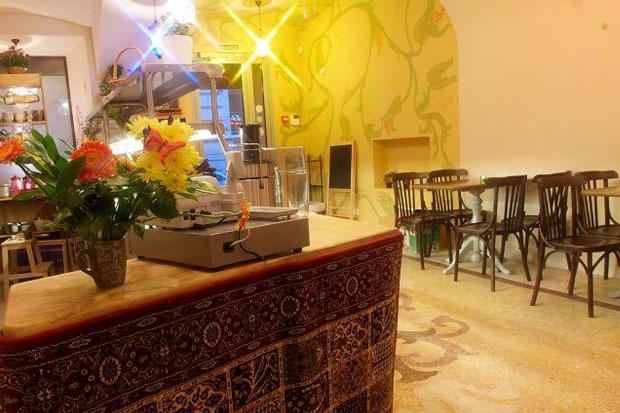 На Казанской открылось вегетарианское кафе с сейтаном. Изображение № 2.
