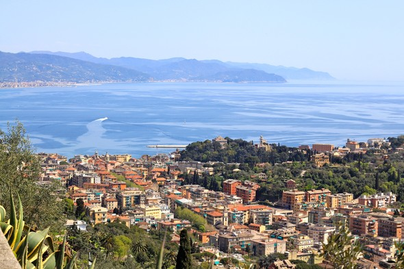 Дорога в Портофино проходит через живописный курортный городок Санта-Маргарита Лигурия. Изображение № 19.