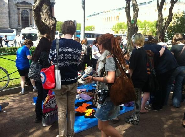 В воскресенье в Петербурге гуляли 500 человек, в понедельник закрывают Исаакиевскую. Изображение № 26.