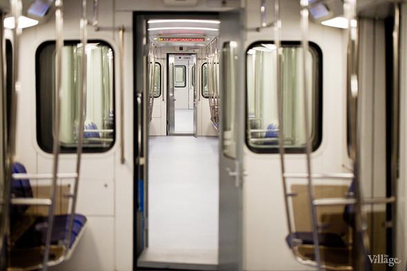 В Петербурге представили новые вагоны метро и низкопольный трамвай. Изображение № 13.
