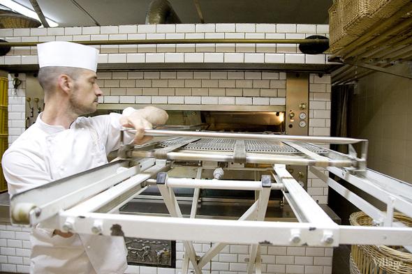 Фоторепортаж с кухни: Как пекут хлеб в «Волконском». Изображение № 21.